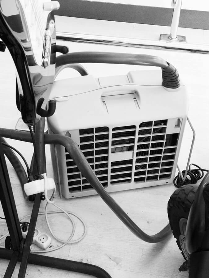 Air-conditioner, 2010<br /> archival pigment print, matte paper, 204 x 152 cm