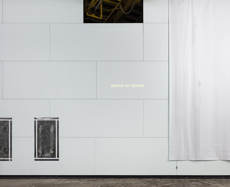 Close in open, text projection, 12 min, 2019<br /> foto: Michiel De Cleene